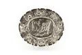 Ovalt fat av silver, brämet dekorerat med blommor och frukter - Skoklosters slott - 91938.tif