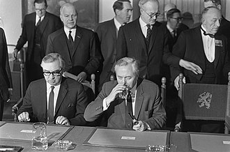 George Brown, Baron George-Brown - George Brown with Harold Wilson in 1967 at the Hague