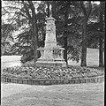 Overzicht van monument in het park - Zeist - 20428749 - RCE.jpg