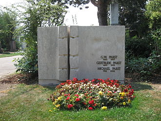 G. W. Pabst - Grave of G. W. Pabst, his wife and son at the Zentralfriedhof in Vienna