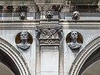 Palazzo della Loggia fregio e busti Brescia.jpg