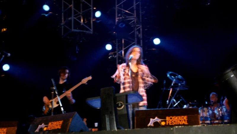 File:Patti Smith Live (Roskilde 1996) (3494681263).jpg