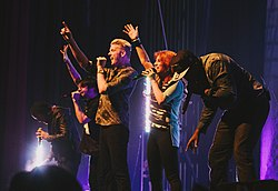 Pentatonix performing in St Louis, Missouri in 2013.jpg