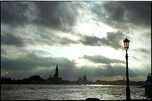 https://upload.wikimedia.org/wikipedia/commons/thumb/c/c6/Photography_of_Venice_at_dusk.jpg/220px-Photography_of_Venice_at_dusk.jpg