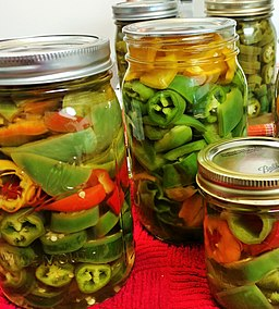 Pickled peppers with vinegar solution cooling