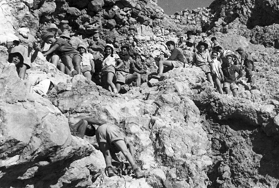 PikiWiki Israel 9417 Gan-Shmuel - a trip-climbing to Massada 1951