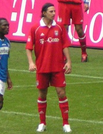 Claudio Pizarro - Pizarro in 2006 during his first spell at Bayern Munich