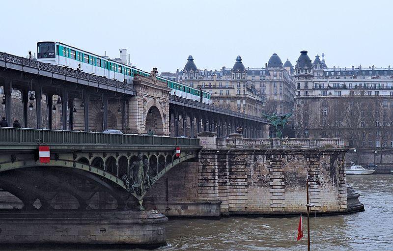 File:Pont de Bir-Hakeim de París (25613718163).jpg