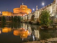 Ponte Sant'Angelo in Rome at night (2).jpg