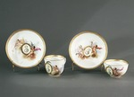 Porslin. Två koppar med fat hörande till servis. Putti och guld i dekoren - Hallwylska museet - 89188.tif