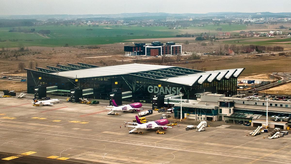 Картинки по запросу аэропорт в Гданьске