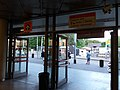 Praha, metro Kobylisy, směrové ukazatele.jpg