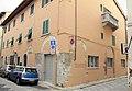 Prato, via magini, casa con archi medievali.JPG