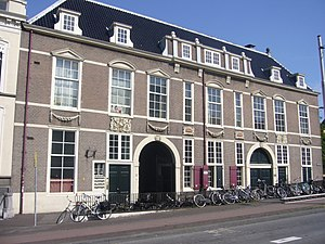 Confrerie Pictura - The Boterwaag on the Prinsegracht in Den Haag. The leftmost side was the original building from 1650 with the swan above the door. The painters moved in when the butter weighing moved to the larger right side extension.