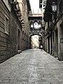 Puente del Carrer Bisbe, barrio gótico de Barcelona.jpg