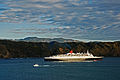 QE2 departing Wellington, New Zealand, 13 Feb. 2007.jpg