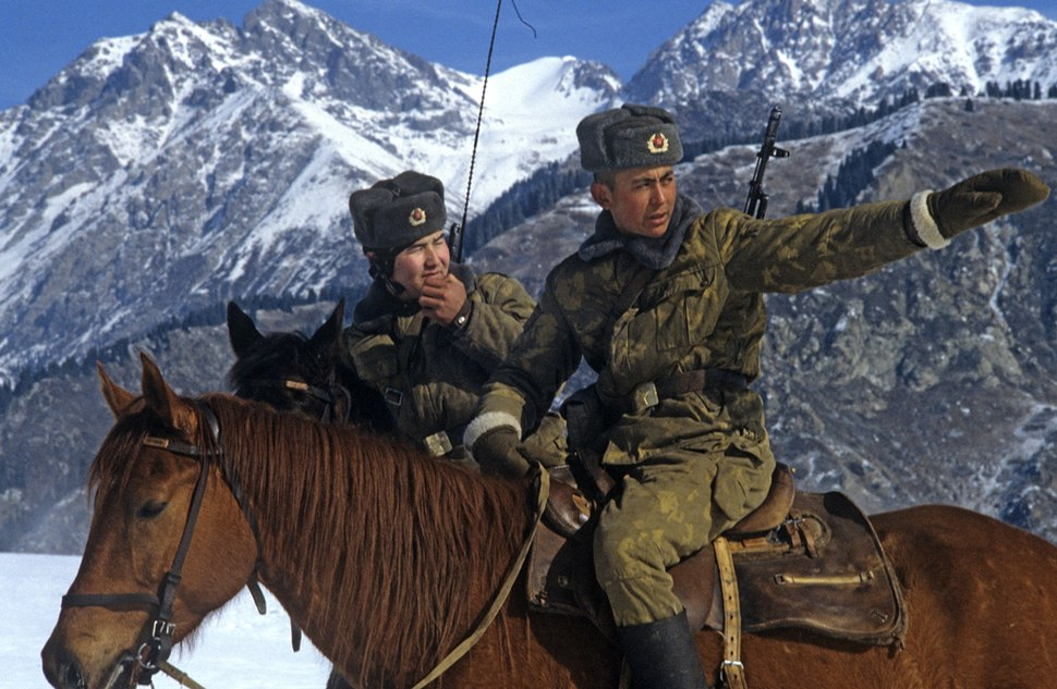 RIAN archive 482282 Mounted guards at frontier's alpine section