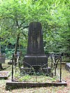 foto van Algemene Begraafplaats: Grafmonument voor oud-burgemeester B.J.R. van Hasselt