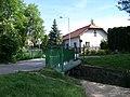 Radotín, most přes Radotínský potok a K přívozu 7.jpg