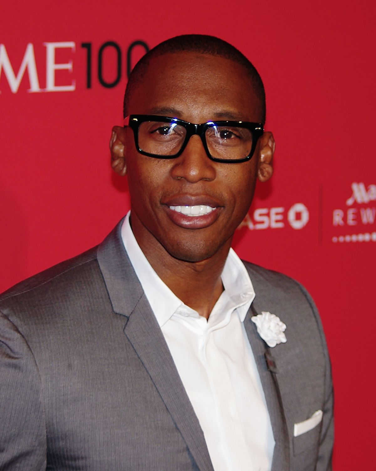 The 52-year old son of father (?) and mother(?), 173 cm tall Raphael Saadiq in 2018 photo