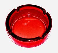 火炎瓶を彷彿させる真っ赤な灰皿[1]