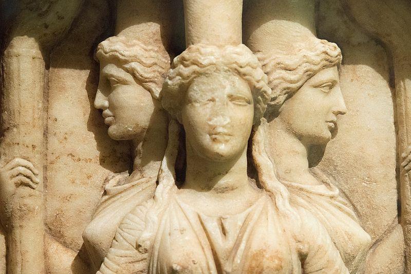 File:Relief triplicate Hekate marble, Hadrian clasicism, Prague Kinsky, NM-H10 4742, 151723.jpg