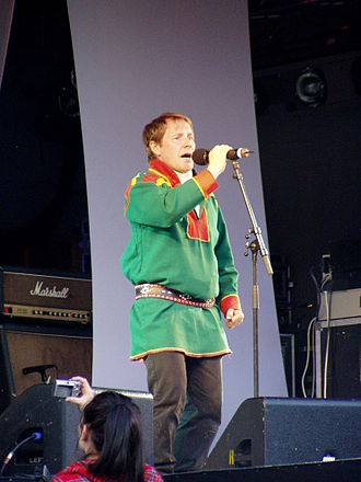 Vajas - Ánde Somby joiking at the Riddu Riđđu festival in 2007
