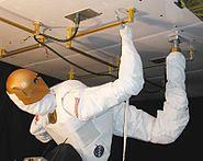 Robonaut with zero-g leg