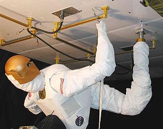 Robonaut - Image: Robonaut with zero g leg