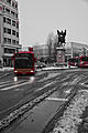 Rojo contra la nieve.jpg