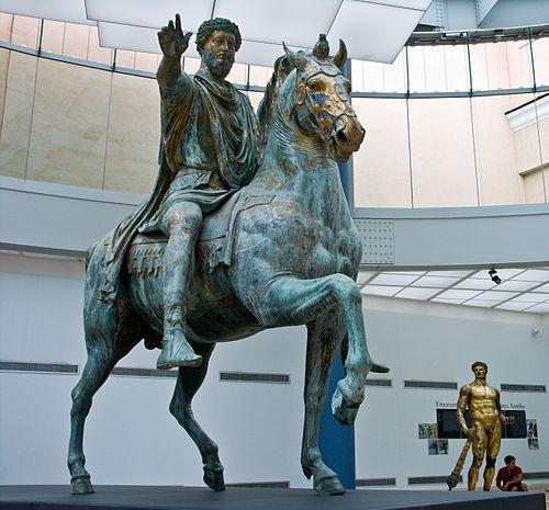 Konjanički spomenik Marka Aurelija s kaptolskog trga, danas u kaptolskom muzeju u Rimu. Između 165. i 173. g., bronca nekoć pozlaćena, visina 5,12 m.