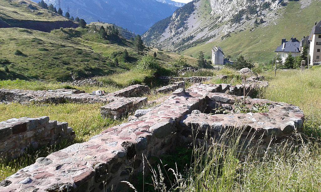 Ruinas de Hospital de Santa Cristina en Somport.jpg