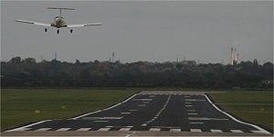 Hawarden Airport - Image: Runway 04egnr