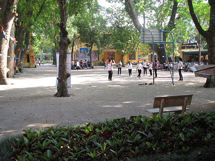 A basketball training course at the Phan Dinh Phung High School, Hanoi, Vietnam. San truong THPT Phan Dinh Phung, Ha Noi.JPG