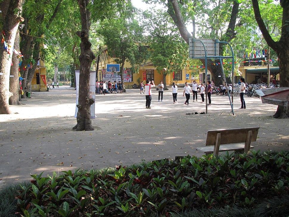 Sân trường THPT Phan Đình Phùng, Hà Nội