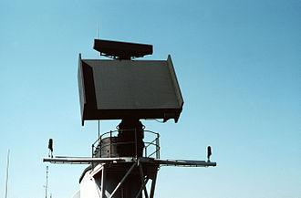 AN/SPS-52 - Image: SPS 52 on USS RICHARD E. BYRD (DDG 23) DN ST 84 01452