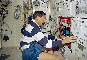 STS-77 - Pilot Curtis Brown prepares to activate the Fluids Generic Bioprocessing Apparatus (FGBA) 2, on the middeck.