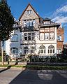 "Saalfeld Dr.-Wilhelm-Külz-Straße 12 Wohnhaus Bestandteil Denkmalensemble ""Stadtkern Saalfeld-Saale"".jpg"