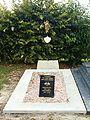 Sainte-Vaubourg-FR-08-cimetière-tombe militaire-1.jpg