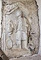 Sankt Veit Sankt Donat Pfarrkirche hl. Donatus westl. Außenwand Dienerrelief 18102015 8135.jpg