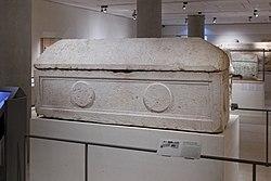 English: sarcophagusFrançais: Sarcophage de la reine Saddan, inscrit en araméen et en hébreu.