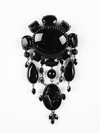 Jet (lignite) - Mourning jewellery: jet brooch, 19th century