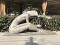 Sculpture près du lac du cygne à Erevan (Arménie).JPG