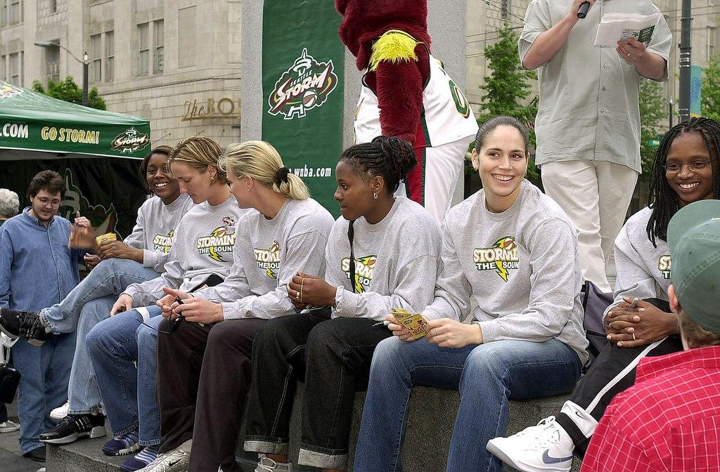 File Seattle Storm Players At Westlake Center 2002 Jpg Wikipedia