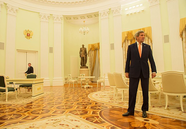 Secretary Kerry Arrives for His Meeting With Russian President Putin to Discuss Syria and Ukraine in Moscow (25736650810).jpg