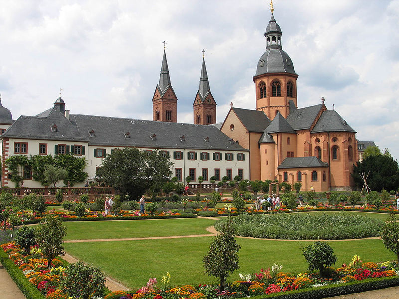 File:Seligenstadt Basilika.jpg