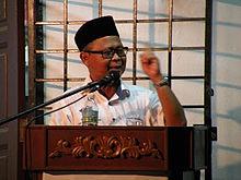 http://upload.wikimedia.org/wikipedia/commons/thumb/c/c6/Shamsudin_Lias.JPG/220px-Shamsudin_Lias.JPG