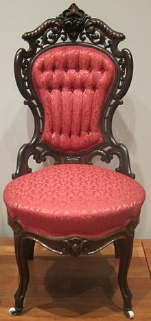 Photographie d'une chaise rouge.