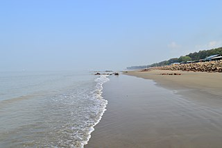 Side view of Patenga sea beach (13).jpg