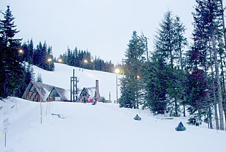 Mount Hood Skibowl - Image: Ski bowl east lodge P1422